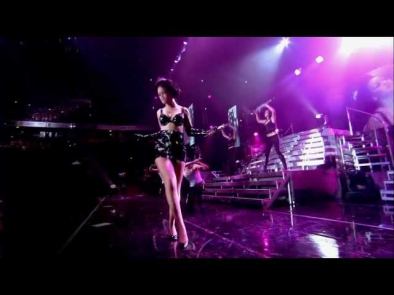 Rihanna - Live in Manchester - Umbrella [HD]