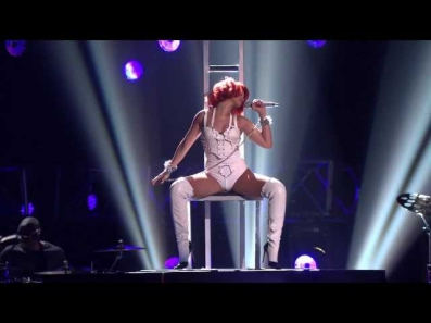 Rihanna - S&M (feat. Britney Spears) LIVE At Billboard Music Awards 2011 [HD 720p]